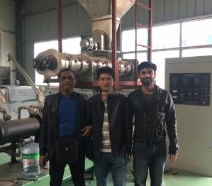 孟加拉客戶來我司采購膨化飼料設備